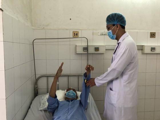 Phẫu thuật xuyên đêm cứu sống bệnh nhân u màng não ảnh 1