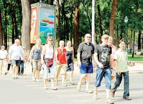 Tạo điều kiện cho hướng dẫn viên du lịch Việt Nam làm việc ảnh 1