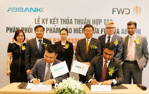 FWD và ABBank ký kết hợp tác độc quyền 15 năm ảnh 1
