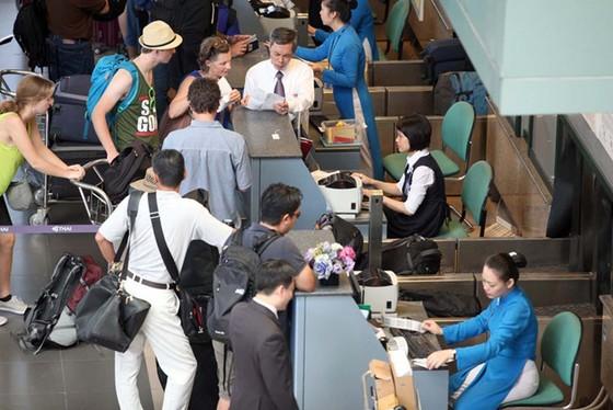 Sân bay quyết tăng phí ảnh 1