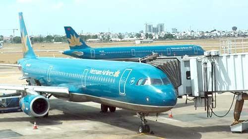 Hàng loạt chuyến bay chậm cất cánh do bão số 1 ảnh 1