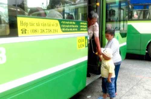 Kêu trời vì xe buýt thiếu tuổi ảnh 1