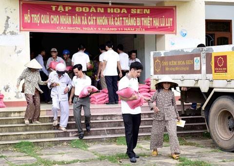 Hoa Sen hỗ trợ đồng bào lũ lụt miền Trung ảnh 1
