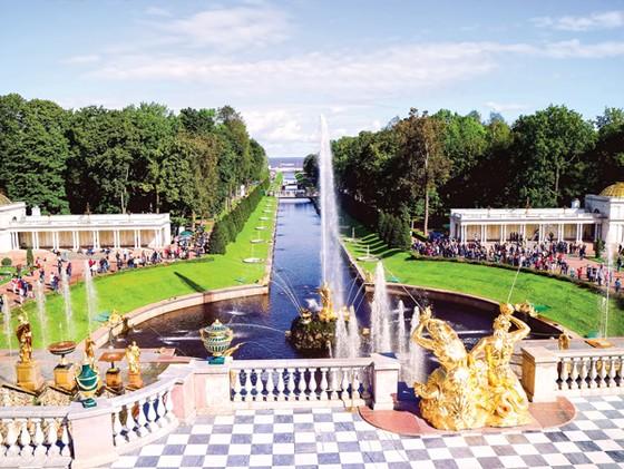 Lộng lẫy Peterhof ảnh 3