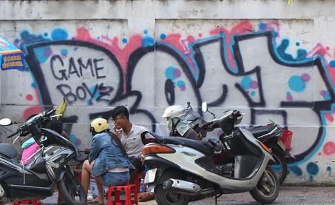 Vẽ bậy tràn lan ở trung tâm Sài Gòn ảnh 2