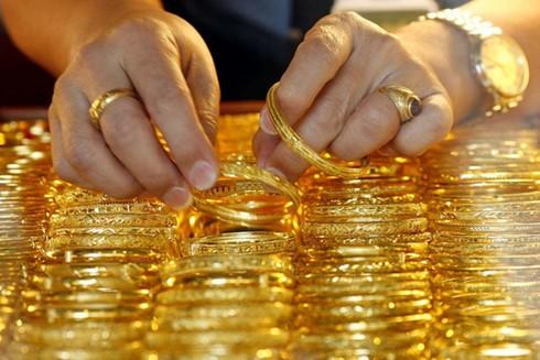 Giá vàng bật tăng khi giá USD chững lại ảnh 1
