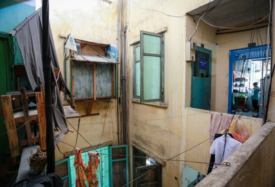 Cuộc sống trong chung cư cũ ở phố Tây Sài Gòn ảnh 1