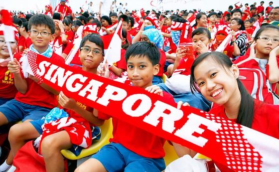Dân Singapore giàu nhất châu Á ảnh 1