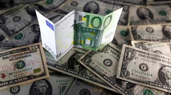 USD sẽ ngang giá EUR vào tháng 3-2017 ảnh 1