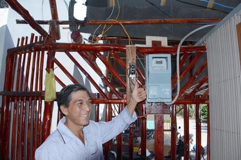 Đóng điện lưới quốc gia cho xã đảo Lại Sơn ảnh 1