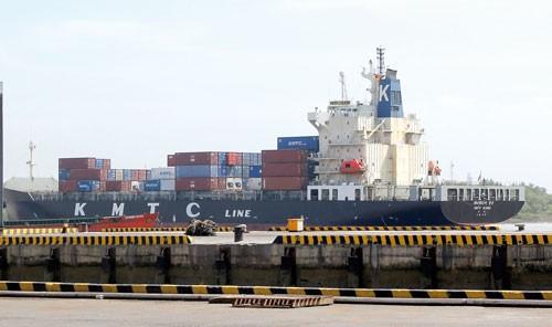 TPHCM - Hàng hóa ùn ứ tại cảng ảnh 1
