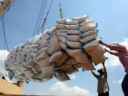 Giá gạo xuất khẩu ngược giá lúa nội địa ảnh 1
