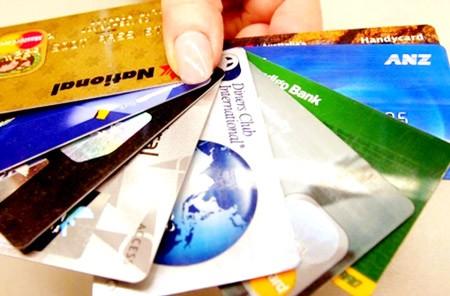 """Ngân hàng đua """"săn"""" khách mở thẻ ghi nợ ảnh 1"""