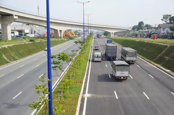 Thông xe nút giao giải cứu kẹt xe khu Đông TPHCM ảnh 2