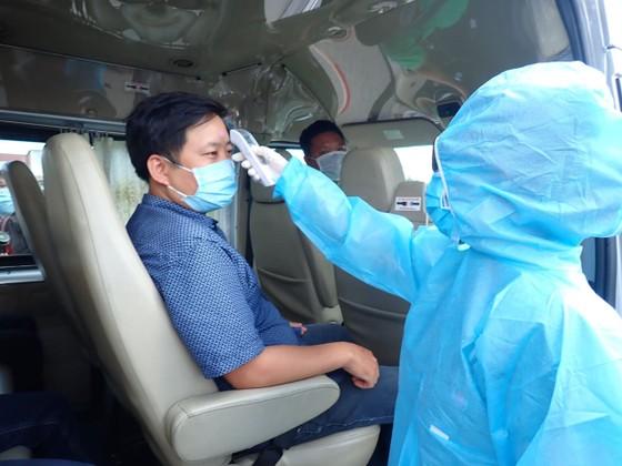 Ra quân chốt chặn kiểm tra thân nhiệt phòng chống dịch Covid-19 ảnh 6