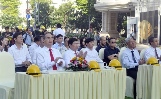 Bí thư Nguyễn Thiện Nhân dự lễ khởi công công trình khôi phục, nâng cấp công viên trước Nhà hát Thành phố ảnh 1