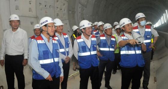 Phó Thủ tướng Phạm Bình Minh thị sát tiến độ thi công tuyến metro Bến Thành - Suối Tiên ảnh 1