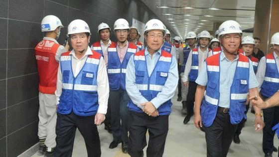 Phó Thủ tướng Phạm Bình Minh thị sát tiến độ thi công tuyến metro Bến Thành - Suối Tiên ảnh 3