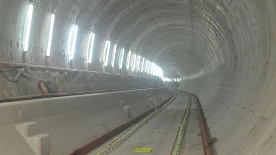 Phó Thủ tướng Phạm Bình Minh thị sát tiến độ thi công tuyến metro Bến Thành - Suối Tiên ảnh 2