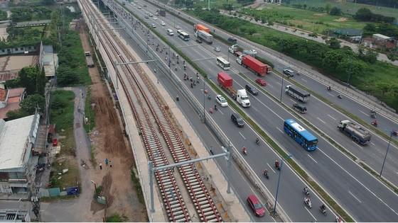 Phó Thủ tướng Phạm Bình Minh thị sát tiến độ thi công tuyến metro Bến Thành - Suối Tiên ảnh 5