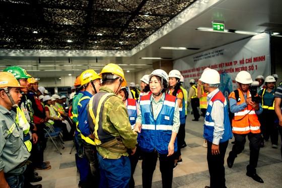 Thăm, tặng quà công nhân khó khăn đang thi công dự án metro số 1 tuyến Bến Thành - Suối Tiên   ảnh 2