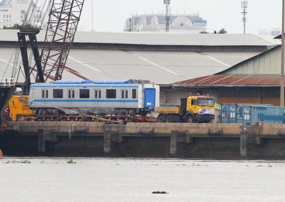 Các toa đầu tiên của metro số 1 (Bến Thành- Suối Tiên) cập cảng Khánh Hội ảnh 8