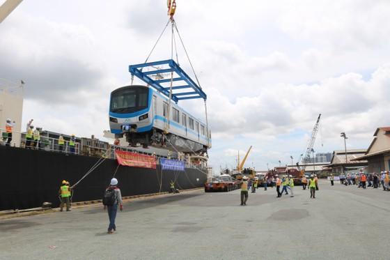 Các toa đầu tiên của metro số 1 (Bến Thành- Suối Tiên) cập cảng Khánh Hội ảnh 2
