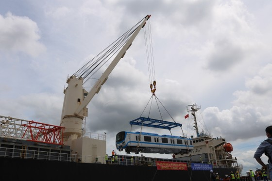 Các toa đầu tiên của metro số 1 (Bến Thành- Suối Tiên) cập cảng Khánh Hội ảnh 1