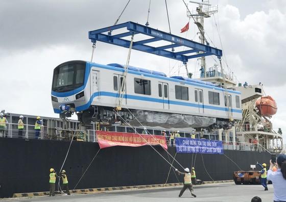 Các toa đầu tiên của metro số 1 (Bến Thành- Suối Tiên) cập cảng Khánh Hội ảnh 3