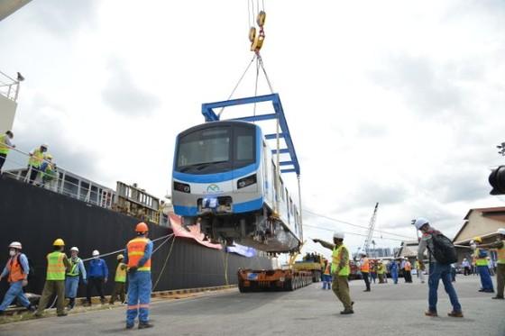 Các toa tàu tiếp tục nhập về TPHCM để chạy thử nghiệm trước khi đưa vào vận hành.  Ảnh: QUỐC HÙNG