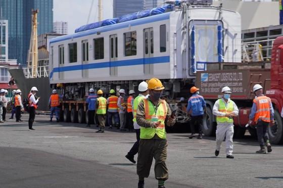 Đoàn tàu thứ 3 tuyến Metro số 1 (Bến Thành-Suối Tiên) đã lên ray ảnh 2