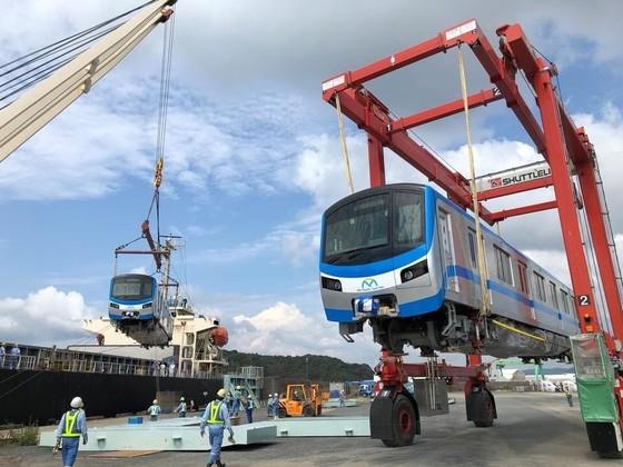 Hai đoàn tàu số 6, 7 của tuyến metro số 1 đã cập cảng Khánh Hội ảnh 3