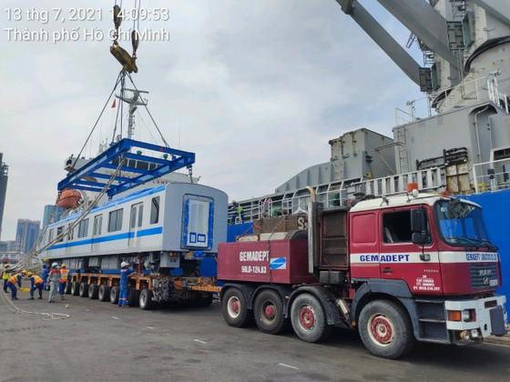 Hai đoàn tàu số 6, 7 của tuyến metro số 1 đã cập cảng Khánh Hội ảnh 5