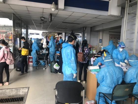 Phú Yên, Vĩnh Long tiếp tục đưa người dân về quê ảnh 1