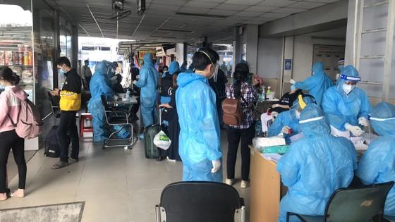 Phú Yên, Bình Định, Bà Rịa - Vũng Tàu, Cà Mau tiếp tục đưa 1.556 người dân từ TPHCM về quê ảnh 1