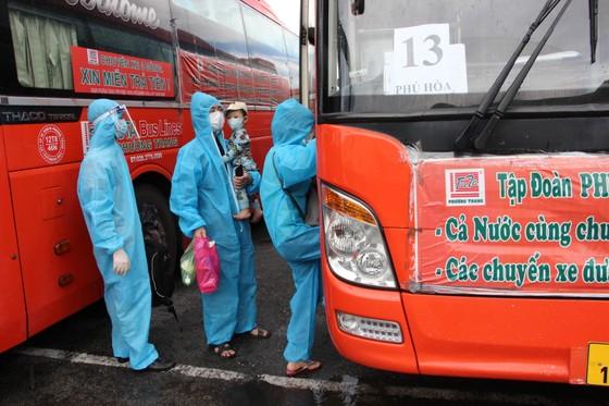 800 người dân Phú Yên được đưa từ Đồng Nai về quê tránh dịch Covid-19  ảnh 2