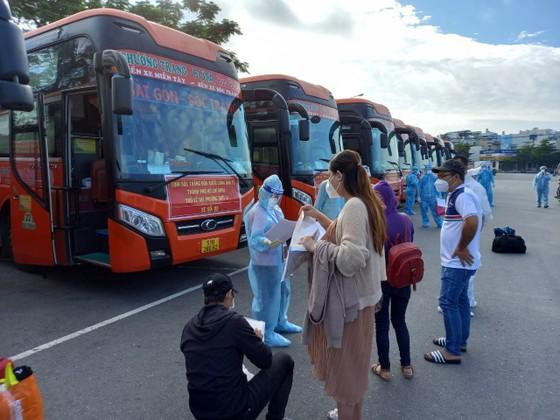 Sóc Trăng, Quảng Ngãi, Kon Tum đón hơn 1.000 thai phụ và người dân từ TPHCM về quê ảnh 1