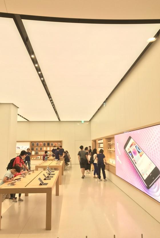 Sang trọng và gần gũi ở cửa hàng chính hãng Apple ảnh 11
