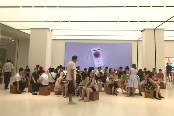 Sang trọng và gần gũi ở cửa hàng chính hãng Apple ảnh 1