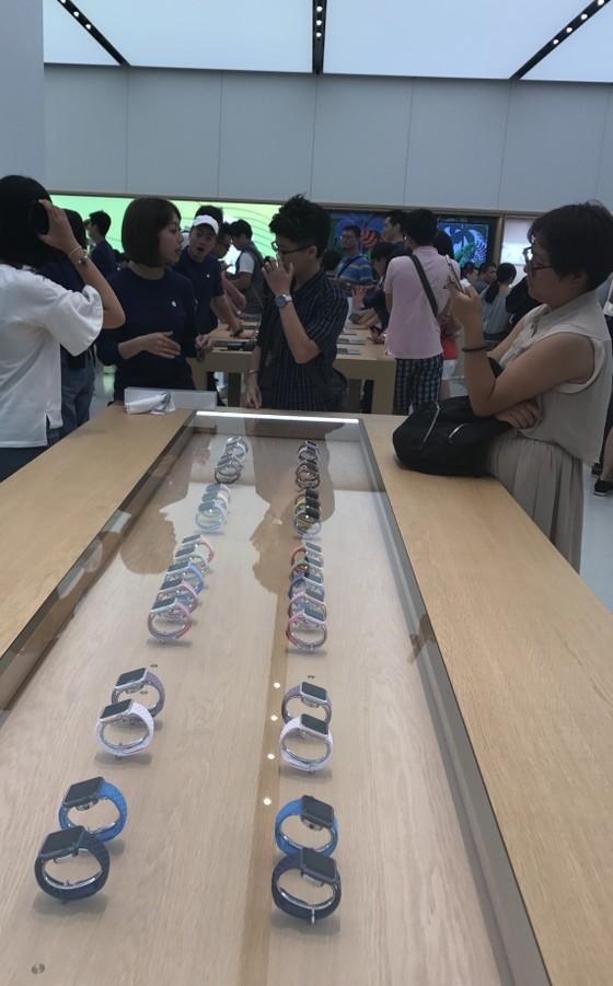 Sang trọng và gần gũi ở cửa hàng chính hãng Apple ảnh 8