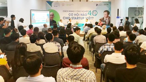 """Khởi động Nhân tài Đất Việt bằng  workshop """"Cách mạng công nghiệp 4.0 - Cơ hội nào cho Startup?"""" ảnh 2"""