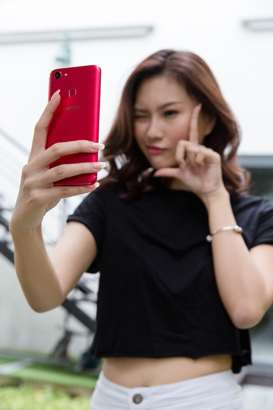 OPPO F5, càng selfie càng có hình đẹp ảnh 1