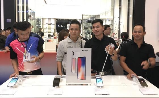"""iPhone X """"cháy hàng"""" 3.000 suất tại Thế Giới Di Động ảnh 1"""