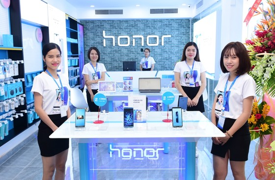 Honor ra mắt cửa hàng trưng bày tại TPHCM ảnh 1