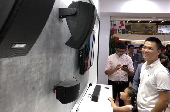 Mai Nguyên mở cửa hàng lớn ở Saigon Centre, thêm Bose sát bên cạnh ảnh 3