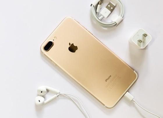 Có 8 đến 9 triệu, mua Note 8 hay iPhone 7 Plus? ảnh 1