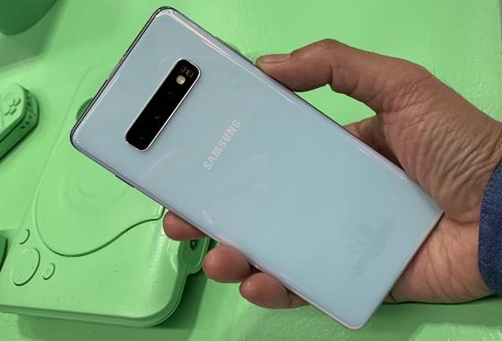 Galaxy S10 Plus ra mắt: Nâng cấp đáng kể so với Galaxy S9 Plus ảnh 3