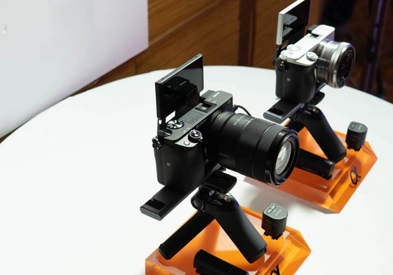 Sony Việt Nam giới thiệu máy ảnh không gương lật mới α6400 (ILCE-6400) ảnh 2