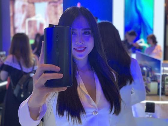 hong Vũ bắt đầu bán smartphone ảnh 2
