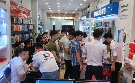 iPhone 11 về dưới 20 triệu đồng, lượng khách hàng tăng đột biến ảnh 2